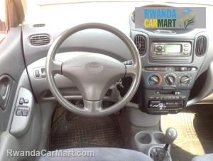 Used toyota hatchback 1999 1999 toyota yaris verso for Interieur toyota yaris 2000
